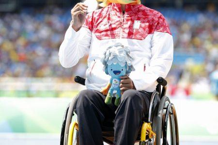サムネイル:2016.09 リオデジャネイロパラリンピック 表彰台の佐藤選手